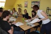 Lenka vedie jazykový kurz na jazykový certifikát